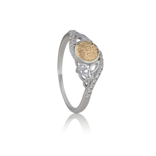 Solstice Twisted Trinity Ring